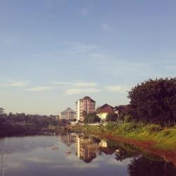 Kompleks UIN (Universitas Islam Negeri) Jakarta tampak di kejauhan.