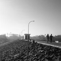 Jembatan yang hanya boleh dilalui pejalan kaki dan pesepeda.