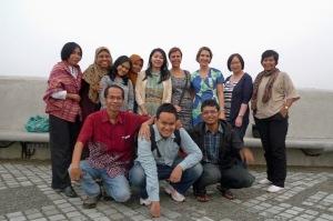 Kelas Norwegia-Indonesia di puncak Teater Salihara, minus Yani dan Misran.
